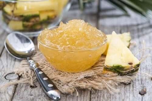 Itsetehty ananashillo ei kaipaa lisäsokeria