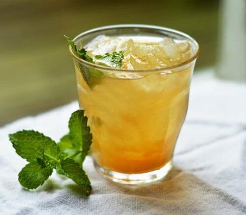 Vihreästä teestä, ananaksesta ja kanelista valmistettu juoma tehostaa aineenvaihduntaa