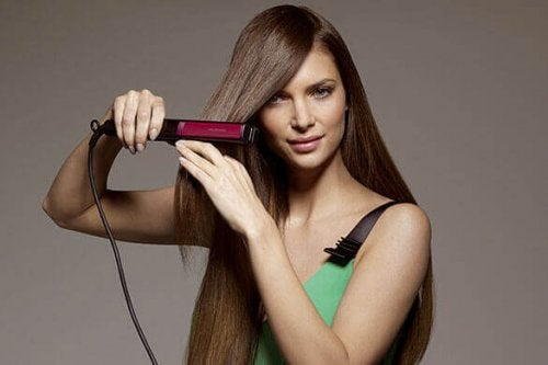 Olisitko uskonut, että voit pitää huolta vaatteistasi hiustensuoristajan avulla?