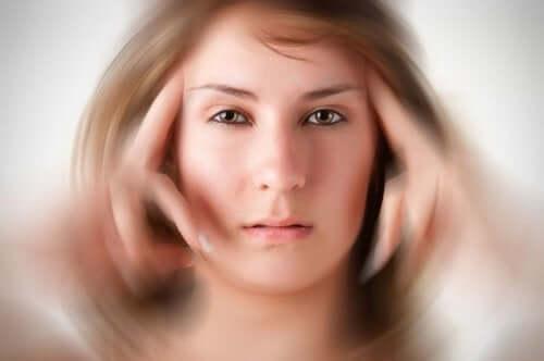Korkea kolesteroli voi aiheuttaa päänsärkyä ja huimausta