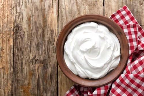 käytä jogurttia ja kahvia kasvojen hoidossa