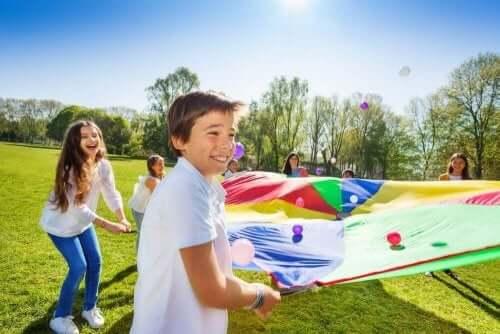 Ulkona leikkiminen saattaa estää käytöshäiriöitä