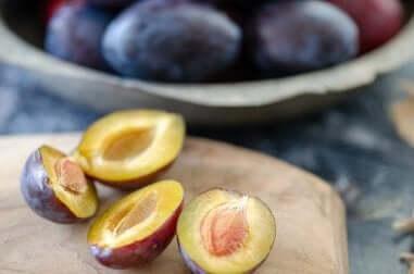 Laksatiivisia ominaisuuksia sisältäviä ruokia ummetusta vastaan