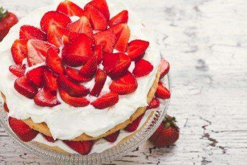 Helppo mansikkajälkiruoka: jääkaapista pöytään
