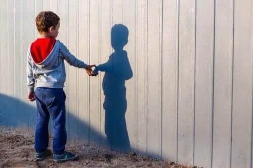Onko syytä huoleen, jos lapsella on mielikuvitusystävä?
