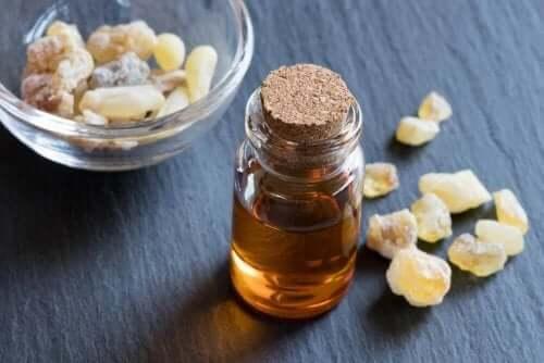 Olibaanihartsiöljy sopii niin terveyden kuin kauneuden hoitoon
