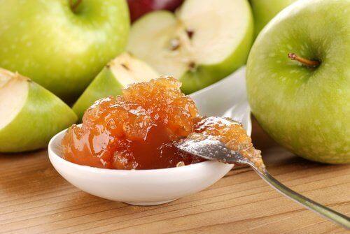 Itsetehdyt sokerittomat hillot saavat makeutensa hedelmien luontaisesta sokerista