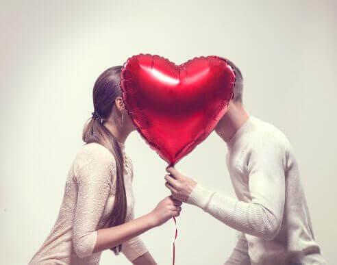 6 asiaa, jotka onnellinen pari tekee joka viikko