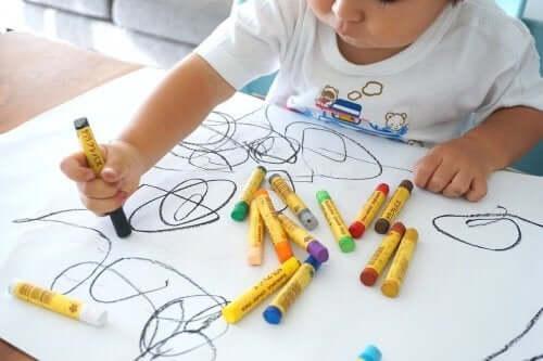 Piirtäminen kehittää lasten älyä
