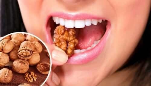 Pähkinät ovat hyviä välipaloja masennuksen hoitoon