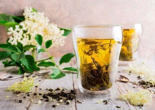 Seljasta valmistettua teetä voidaan käyttää flunssan oireiden lievittämiseen