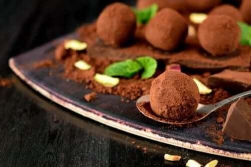 Itsetehdyt suklaatryffelit kolmella tavalla