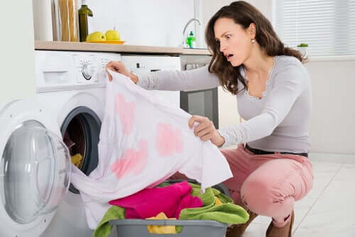 pidä vaatteista parempaa huolta poistamalla tahrat välittömästi