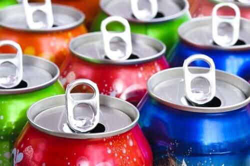 Virvoitusjuomat sisältävät runsaasti sokeria ja keinotekoisia säilöntäaineita