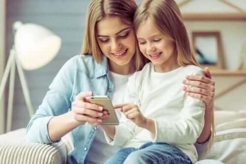 Älypuhelimen käytön haitat ja hyödyt lapsilla