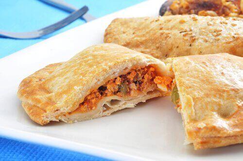 Tonnikala sopii täytteeksi suolaisiin leivonnaisiin