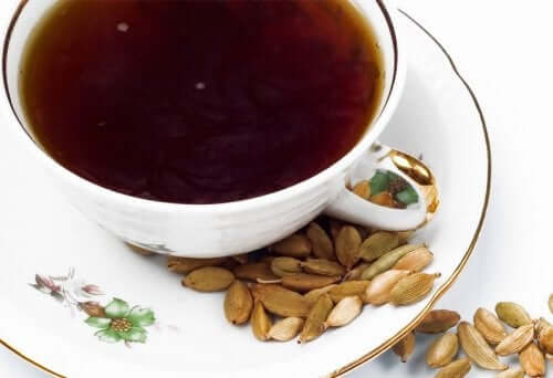 Kardemummasta valmistettu tee auttaa kontrolloimaan elimistön natriumpitoisuuksia
