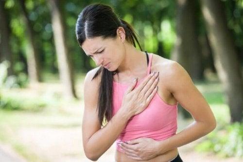 Kehon vasemmanpuoleinen kipu on yksi yleisimmistä sydäninfarktin merkeistä naisilla