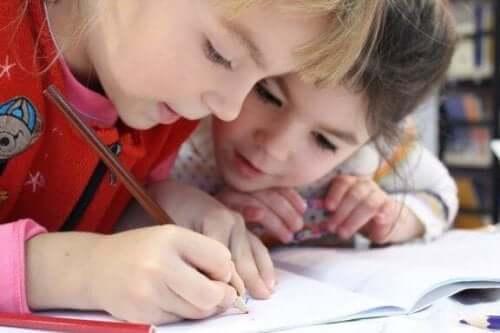 5 tapaa opetella kirjoittamista lapsesi kanssa
