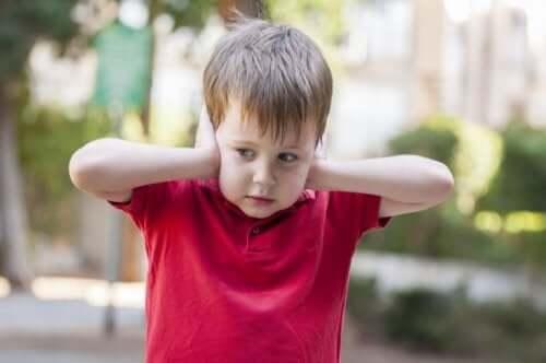 Autistilapset voivat olla yliherkkiä äänille