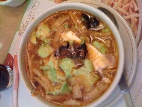 Tlalpenokeitto – maukas meksikolainen ruokalaji