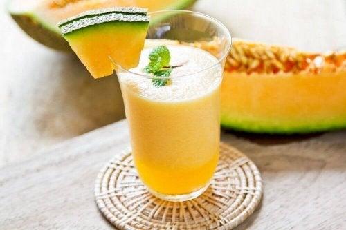 Melonista valmistettu smoothie auttaa poistamaan tehokkaasti elimistöön kertynyttä nestettä