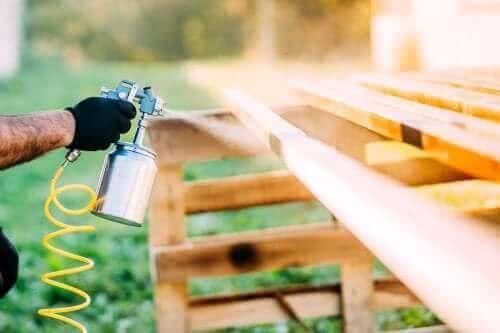 Näin voit uudistaa vanhat esineet spraymaalilla