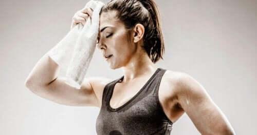 ehkäise ihon hiivatulehdus vaihtamalla hikiset vaatteet nopeasti kuiviin