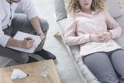 Skitsofreniforminen häiriö: oireet ja hoito