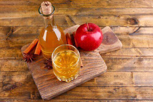 Selluliitin poisto omenaviinietikalla