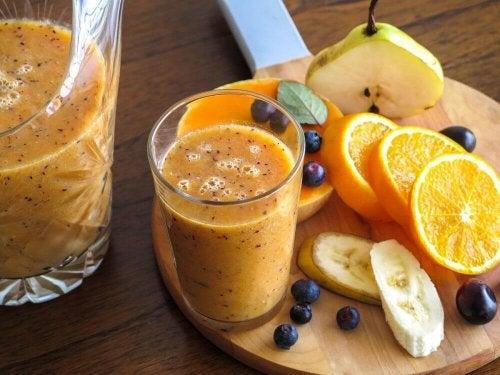 Päärynä ja appelsiini toimivat loistavina apukeinoina suonikohjujen vähentämiseksi ja verenkierron parantamiseksi