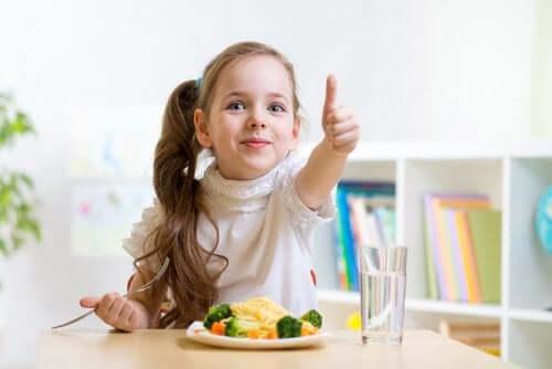 sisällytä lapsen ruokavalioon vettä