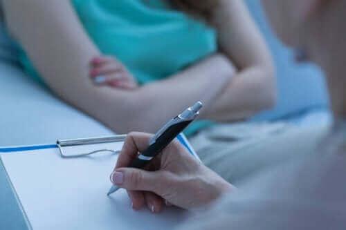 Skitsofreniforminen häiriö voidaan hoitaa psykoterapiassa