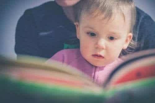 Glenn Domanin metodilla opetat lapsen lukemaan nuorella iällä