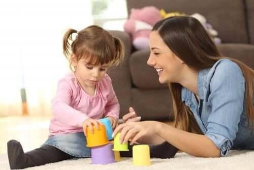 lapsenvahdin valitseminen: nainen ja tyttö