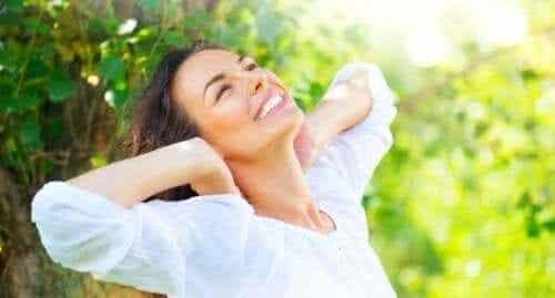 Vaurioituneiden hiusten korjaaminen 5 luontaishoidolla