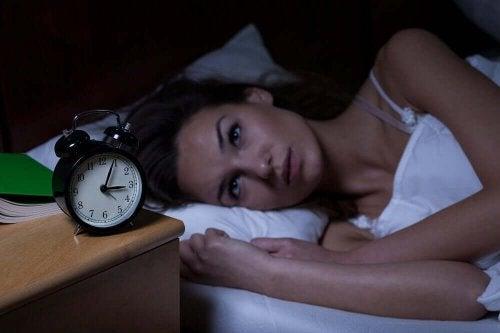 7 yllättävää sydäninfarktin merkkiä naisilla: unettomuus ja nukahtamisvaikeudet