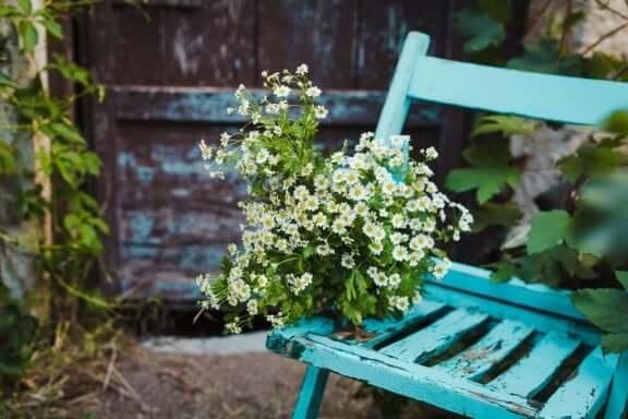 Vanhat huonekalut voi uudistaa ja käyttää uudelleen