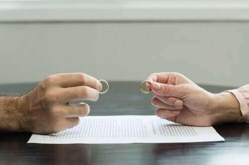 Kuinka päästä yli traumaattisesta avioerosta?