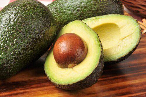 Avokadojen syöminen on hyvä tapaa vähentää kolesterolia