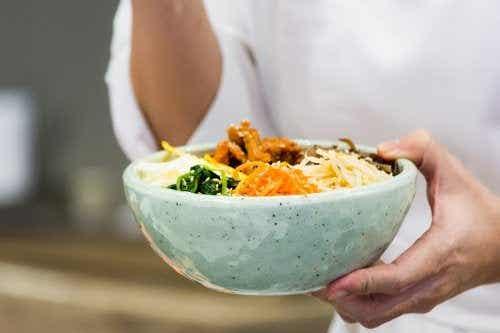 Bibimbap – herkullinen korealainen riisiruoka