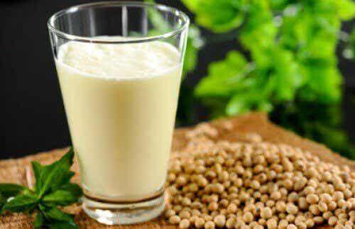 Hamppumaito: ravintoaineet, hyödyt ja resepti
