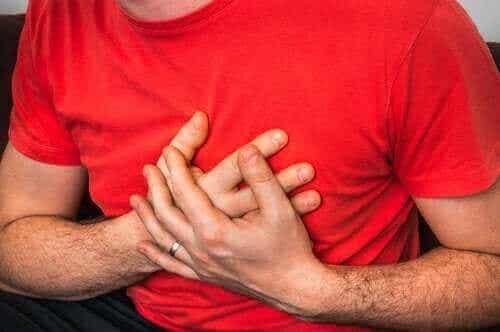 Mistä johtuu rintakipu yskiessä?