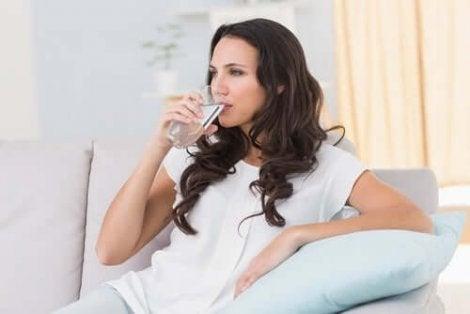 Vedenjuonti auttaa alentamaan kystiitin riskiä