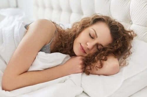 Yöllinen refluksi voi haitata unta