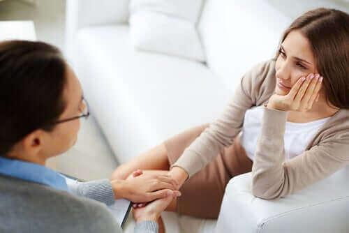Ammattilainen voi auttaa pääsemään yli traumaattisesta avioerosta