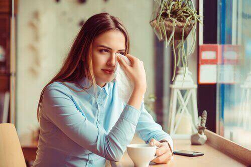 Traumaattinen avioero pitää sisällään suruprosessin