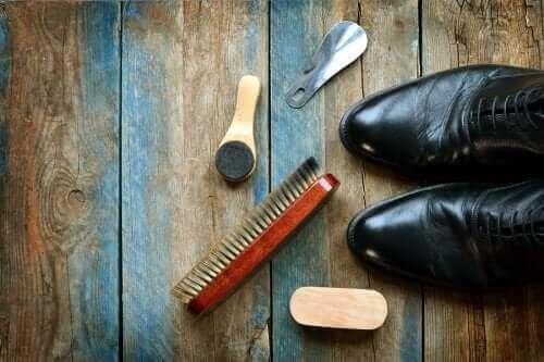 Nahkakenkien puhdistus: 5 hyödyllistä vinkkiä