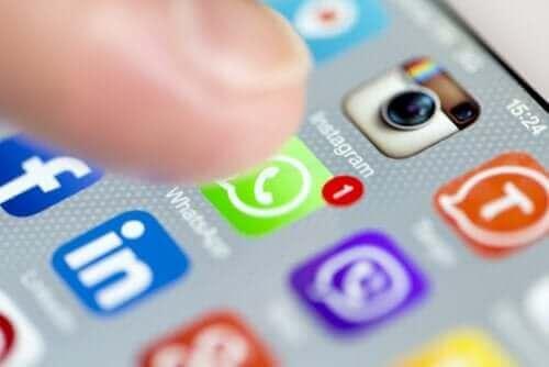 Sosiaalisen median käytön ja masennuksen välillä on yhteys