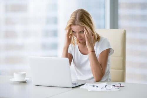 Myrkyllinen työympäristö on yksi riskitekijä, joka voi johtaa masennukseen